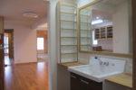 洗面化粧室と居間