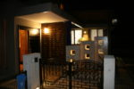 玄関ポーチの夜景