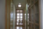 中廊下(左:水回り、倉庫系、右:個室等)