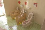 1、2歳用のトイレ(隣に0歳用シャワー・トイレがある)