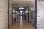 廊下(両サイドに教室がある)