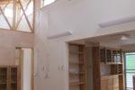 和室から見る居間と台所