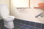 漆喰塗り壁のトイレ