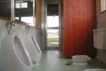 2歳 児保育室トイレ(デッキ・遊び場に繋がる)