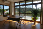 職員が使用する休憩所(相談室・会議室兼用) ※床材には飫肥杉材を採用しリボスオイルを塗布