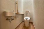 トイレ(天窓から自然光が・・・・・)